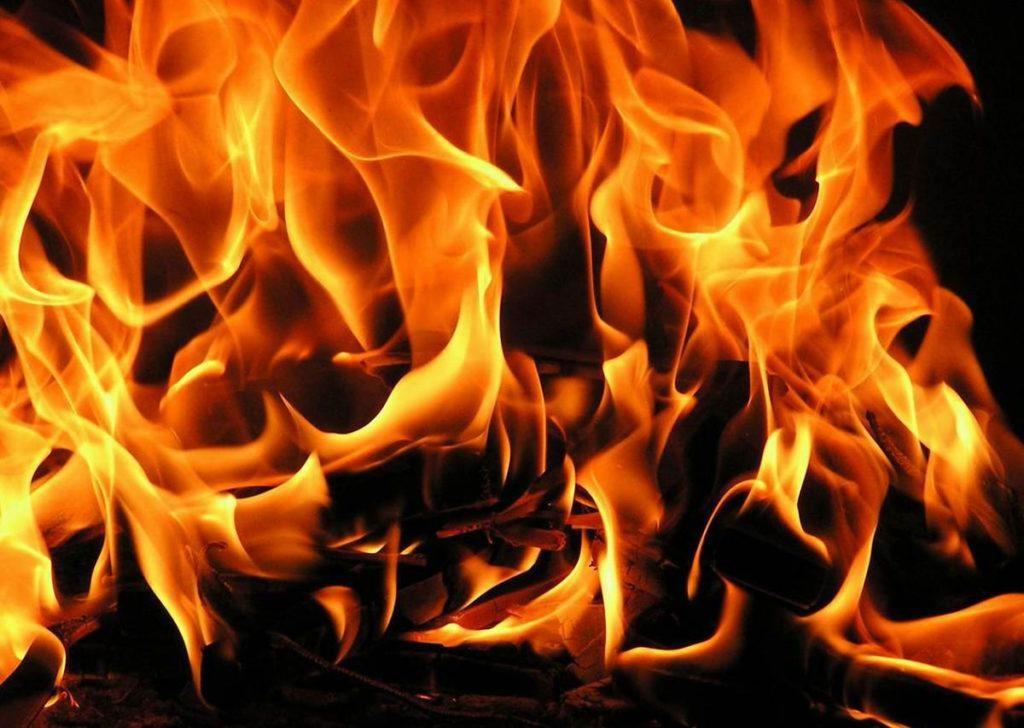 на пожарах погибли около 120 человек