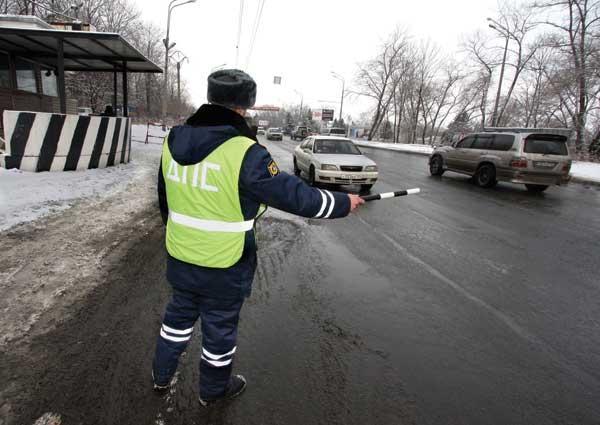 инспекторы ДПС останавливать машины