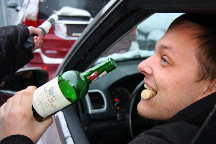 предлагает сажать пьяных водителей