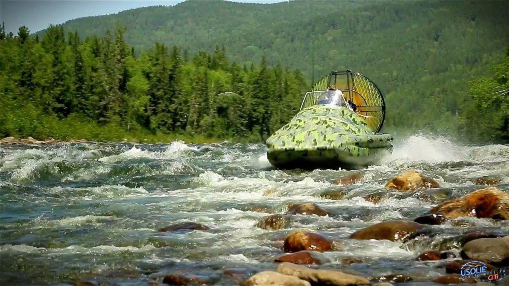 На реке Китой перевернулась лодка с туристами
