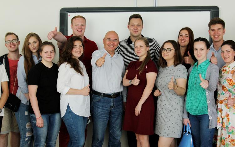Александр Попов молодежная политика