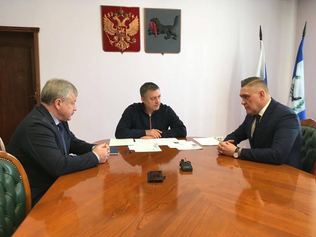 Кобзев ищет поддержку у фронды бывшего губернатора-коммуниста