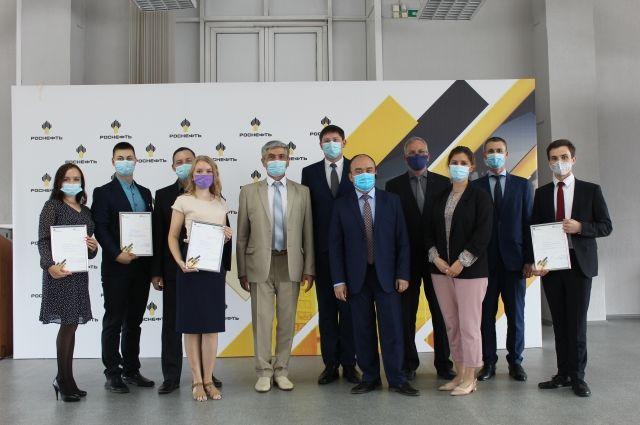 Проекты семи работников АНХК отметили на научной конференции «Роснефти»