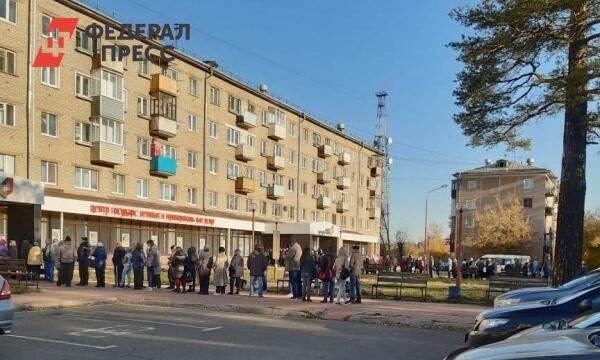 В Ангарске свыше 200 пенсионеров осаждают офис МФЦ