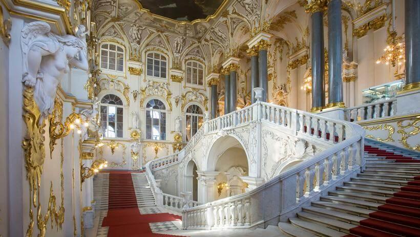 Предлагаем отправиться на экскурсии по самым известным российским музеям не выходя из дома