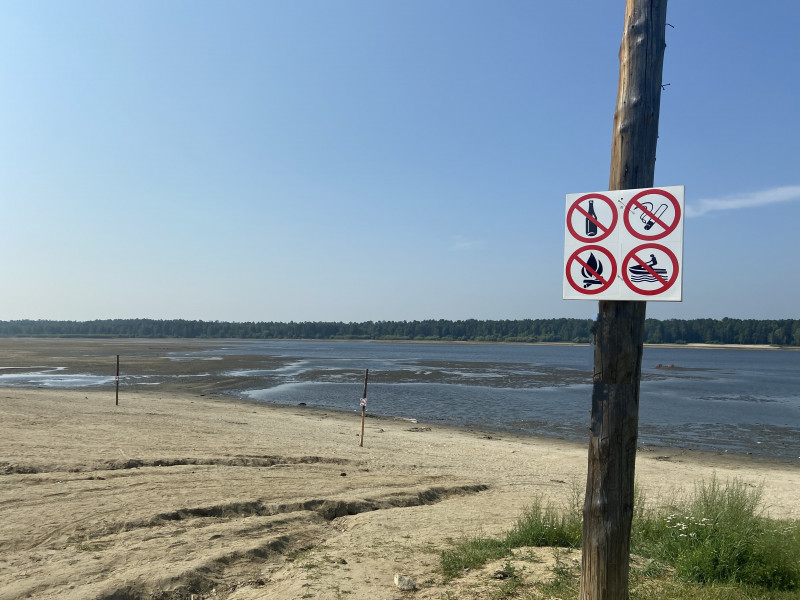 Уровень воды в Еловском пруду снизился из-за попадания в шлюзы постороннего предмета